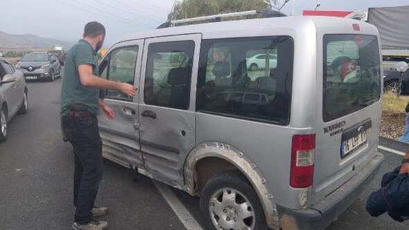 Sivasta iki hafif ticari araç çarpıştı: 9 yaralı