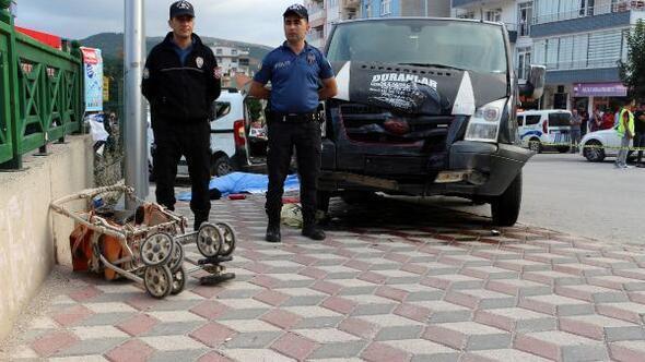Kazada savrulan araç, anne ve kızının üzerine devrildi: 1 ölü, 7 yaralı