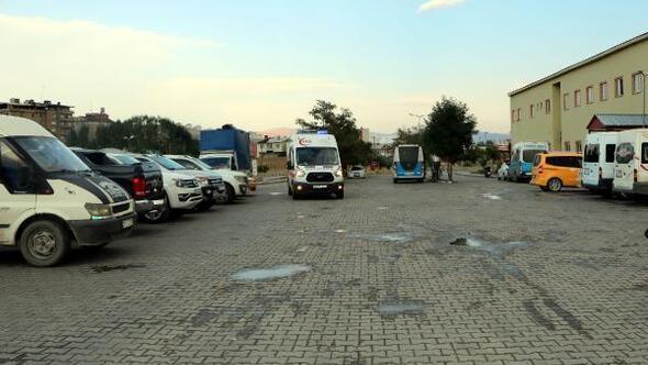 Yüksekovada kaya parçalarının isabet ettiği2 işçi yaralandı
