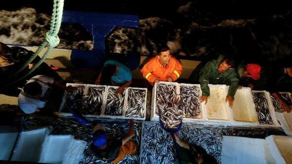Yasak bitti, Kuşadasında balıkçılar Vira bismillah deyip, denize açıldı