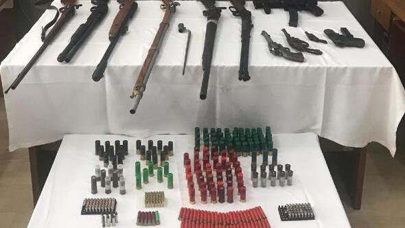 Magandanın evi ile iş yerinde silah ve mermiler ele geçirildi