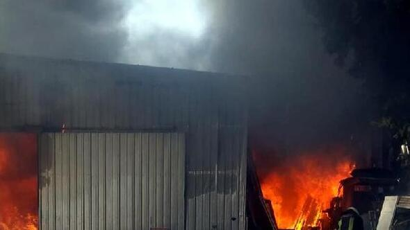 Bodrumda marangozhanede yangın