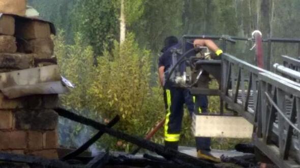 Evin kömürlüğünde çıkan yangın, söndürüldü