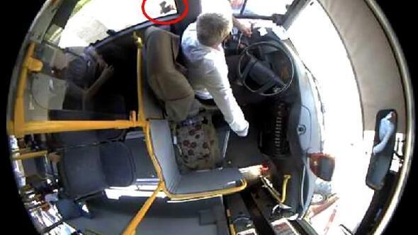 Tartıştığı otobüs şoförünü baltayla tehdit etti