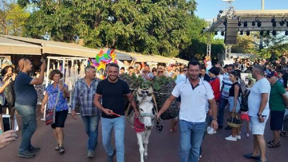 Bozcaadada 20nci Kültür, Sanat ve Bağbozumu Festivali başladı
