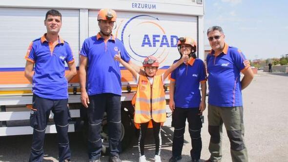 10 yaşındaki Naz ödev için deprem tatbikatı yaptı, AFADla enkaza girdi