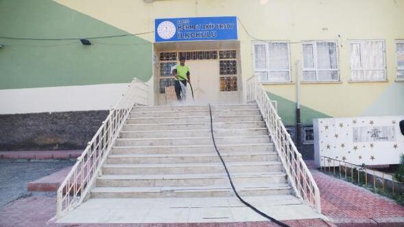 Elazığ Belediyesinden okullara temizlik desteği