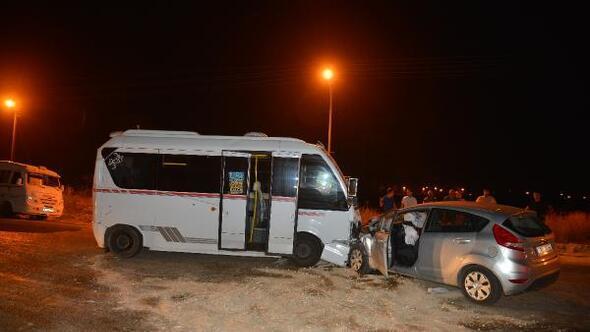 Yolcu minibüsü ile otomobil çarpıştı: 7 yaralı