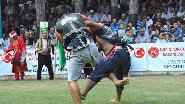 Özbek kardeşler, birincilik için güreşti