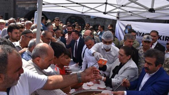 Diyarbakırda aşure ikramı
