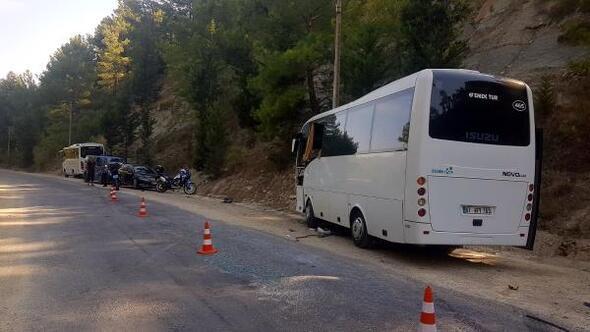 Manavgatta tur midibüsleri çarpıştı: 2si turist 3 yaralı