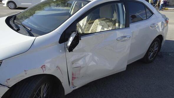 Otomobil ile sepetli motosiklet çarpıştı: 3 yaralı