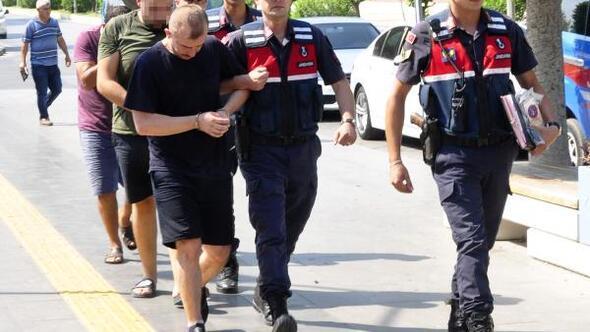 Yardım bahanesiyle turistlerin kartlarından para çeken 2 şüpheli tutuklandı