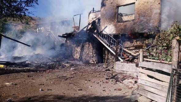 Çankırıda çıkan yangında 1 ev kül oldu