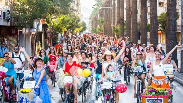 Süslü kadınlar 15 üklede pedal çevirecek