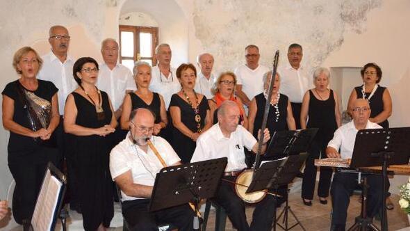 Tarihi kilisede fasıl konseri