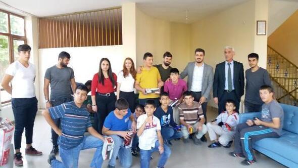 AK Parti Tunceli Gençlik Kollarından çocuklara hediye