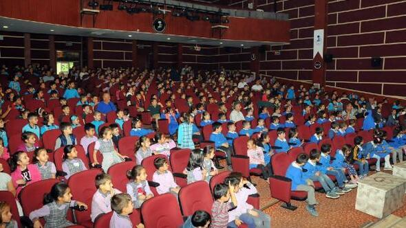 Akşehir Belediyesi, çocuklara hayvan sevgisini aşılıyor
