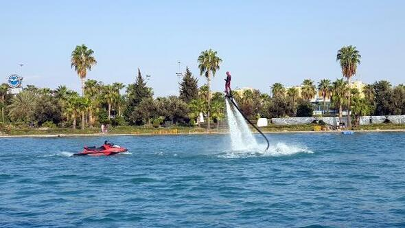 Adanada su üzerinde akrobasi şov nefes kesti