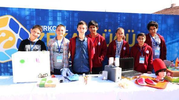 Öğrenciler eserlerini bilim fuarında sergiledi
