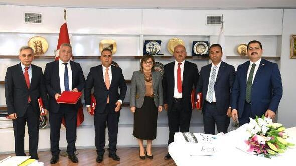 Türkiye Belediyeler Birliğinden Altınözü'ne arazöz