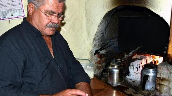 Odun ateşi ve kaynak suyuyla pişen çayın tadına doyulmuyor