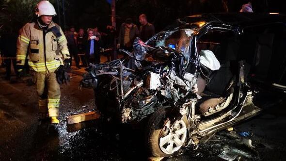 Kartalda otomobil park halindeki lüks cipe çarptı: 2 ağır yaralı