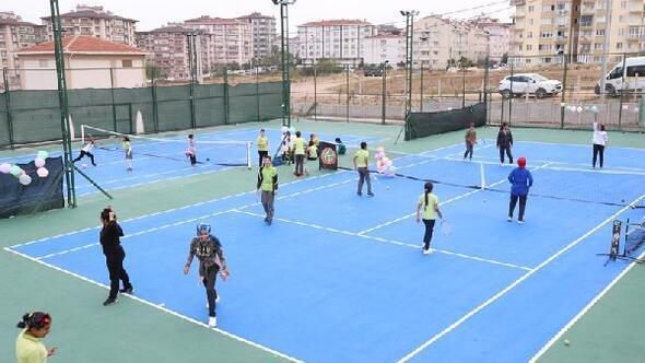 Bandırma'da tenis tesisi törenle açıldı
