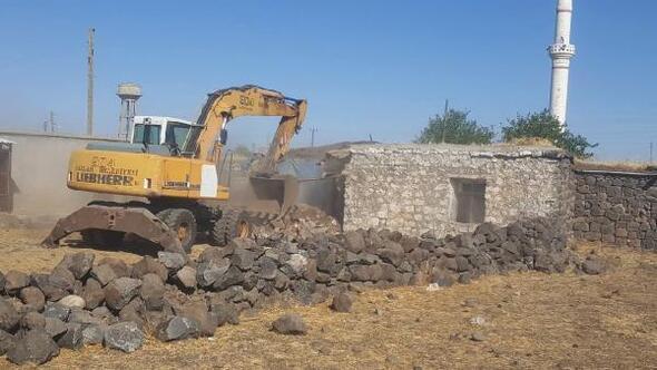 Bağlardaki metruk yapı yıkıldı