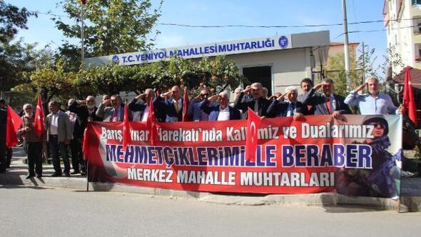 Çorumda muhtar ve öğrencilerden Mehmetçiğe destek