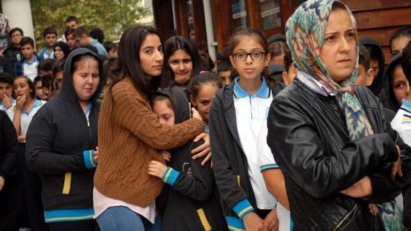 Okul arkadaşları İrfanı gözyaşlarıyla son yolculuğuna uğurladı