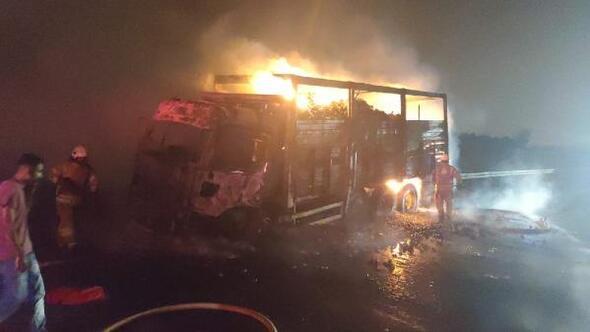 Mandalina yüklü kamyon alev alev yandı
