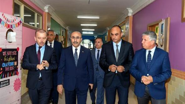 Vali Demirtaş, Adana Bilim ve Sanat Merkezini ziyaret etti