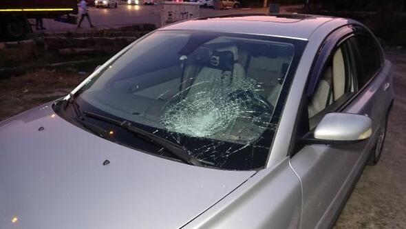Öğrenciye çarptı, otomobilini terk edip kaçtı