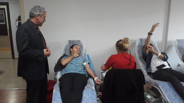 Bandırma'da KYK'da kalan öğrencilerden kan bağışı