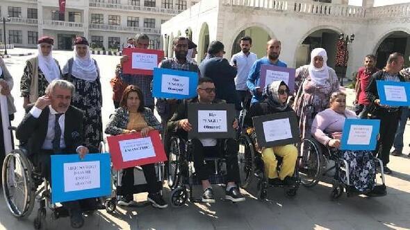 HDPli belediyenin işten çıkardığı engelli için eylem yaptılar