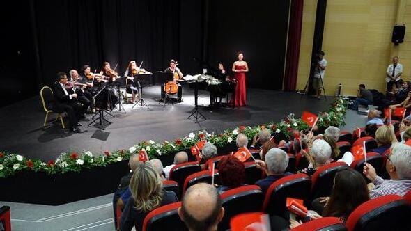Marmariste Atatürkün sevdiği şarkılar seslendirildi