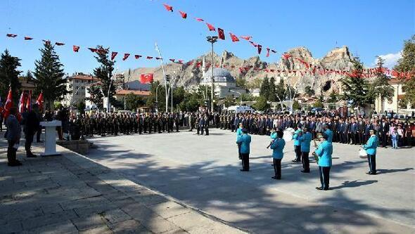 Tokatta Atatürk Anıtına çelenk