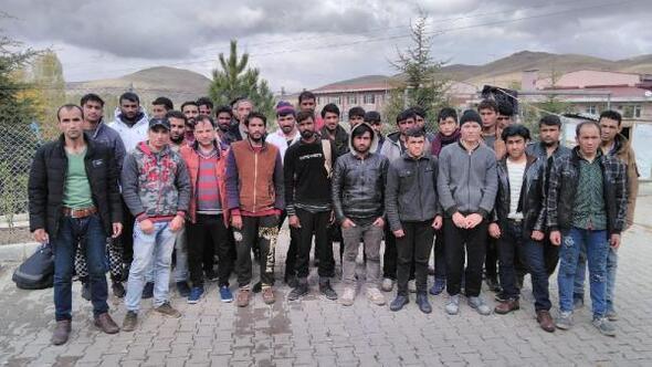 Minibüsten 31 kaçak göçmen çıktı