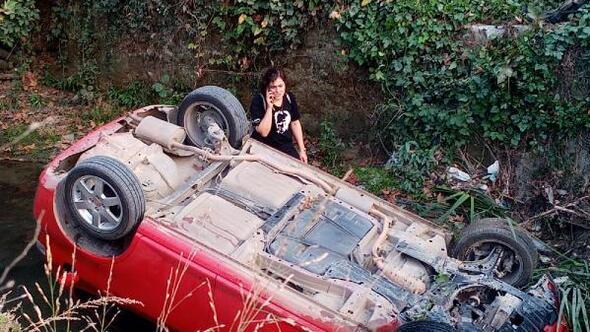 Otomobil dereye uçtu, sürücü merdivenle yukarı çıktı