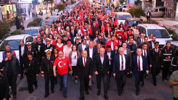 Yalova'da coşkulu cumhuriyet yürüyüşü