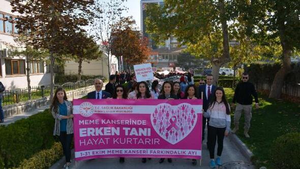 Kadınlar, meme kanserine dikkat çekmek için yürüdü