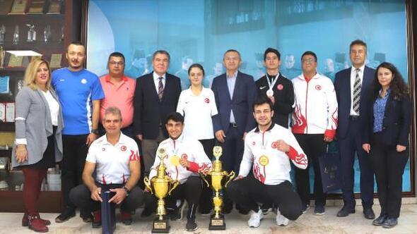 Büyükşehirden milli sporculara ödül