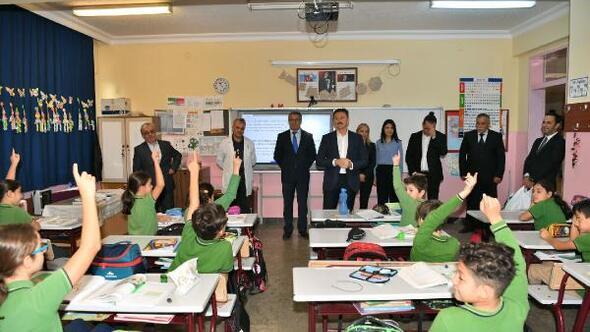 Dünya Tasarruf Haftasında öğrencilere kumbara dağıtıldı