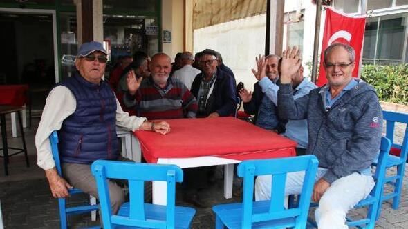 Bodrum mavisi sandalyeler kahvehanelere ücretsiz dağıtılıyor