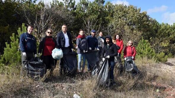 Dernek üyeleri ormanlık alanları temizledi