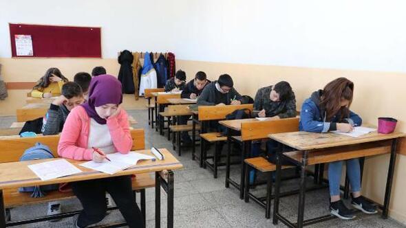 Sivasta 8 bin 603 öğrenci, DYK sınavında ter döktü