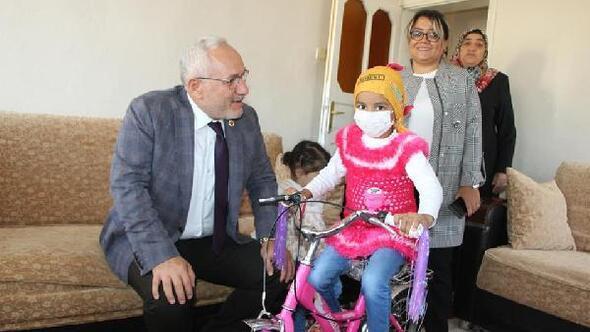 Başkan Tosyalıdan lösemili çocuklara tablet