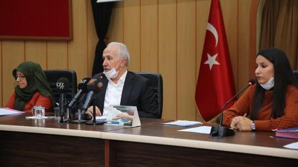 Başkan Gültak, meclis toplantısını sağlık maskesiyle yönetti