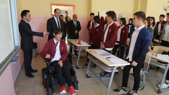 Silopide engelli lise öğrencisine akülü araç